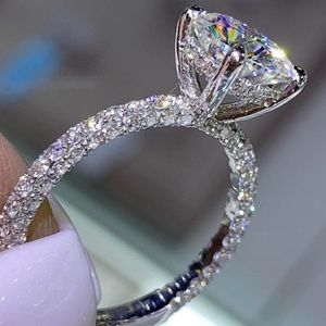 NEW 18K WHITE GOLD OVAL CUT DIAMOND RING